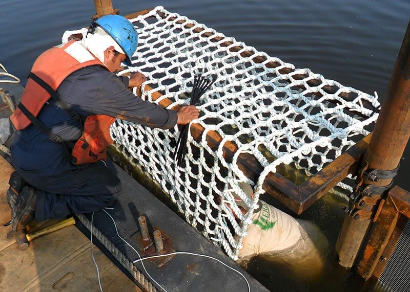 NYC-Pilot-Project-Mussels_installation_of_cargo_netting